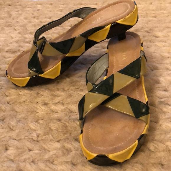 54a44a32e09a VINTAGE PRADA - kitten heel patent sandals
